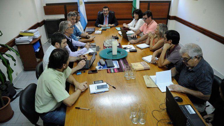 Lucas Pica encabezó el encuentro paritario ayer en Viedma.