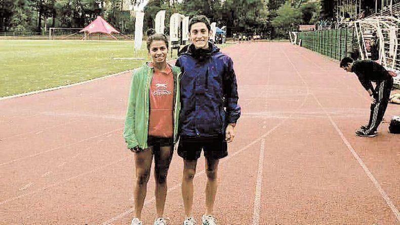 Escudero y Ruiz sobre la pista sintética de la ciudad de Angol.