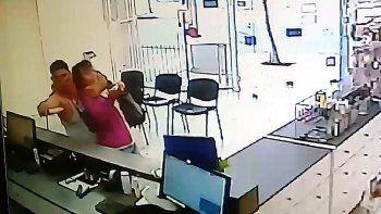 mira las dramaticas imagenes del robo a la farmacia