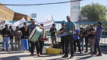 por maltratos y amenazas, los papeleros paran por 24 horas
