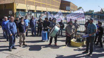 tras las denuncias, trabajadores de la papelera llegaron a un acuerdo