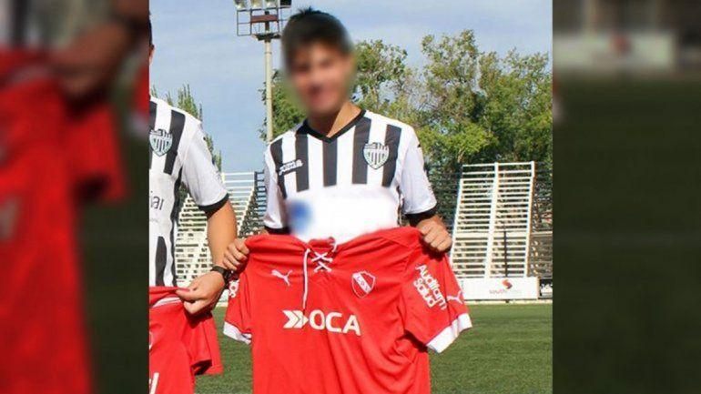 Un joven jugador de fútbol cipoleño
