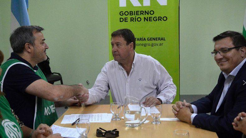 ATE Río Negro y Weretilneck le pusieron la firma al acuerdo salarial