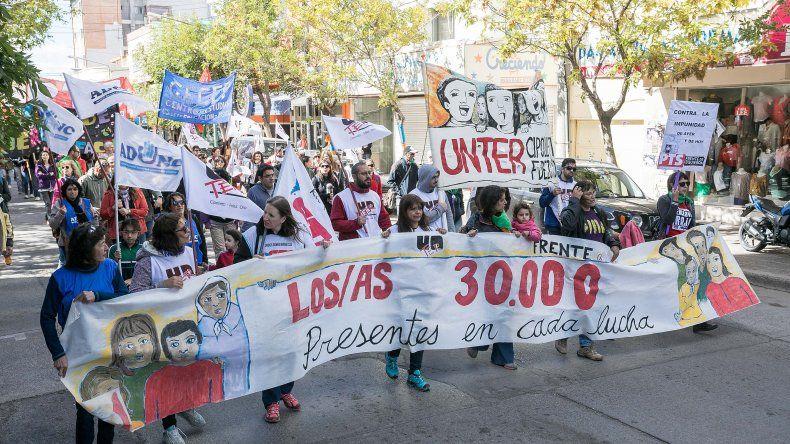 Así se vivió en Cipolletti la marcha por el Día de la Memoria