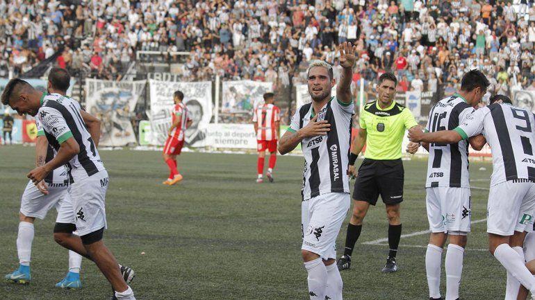 La Visera de fiesta: Cipolletti se aferró a la categoría con una goleada a Rivadavia