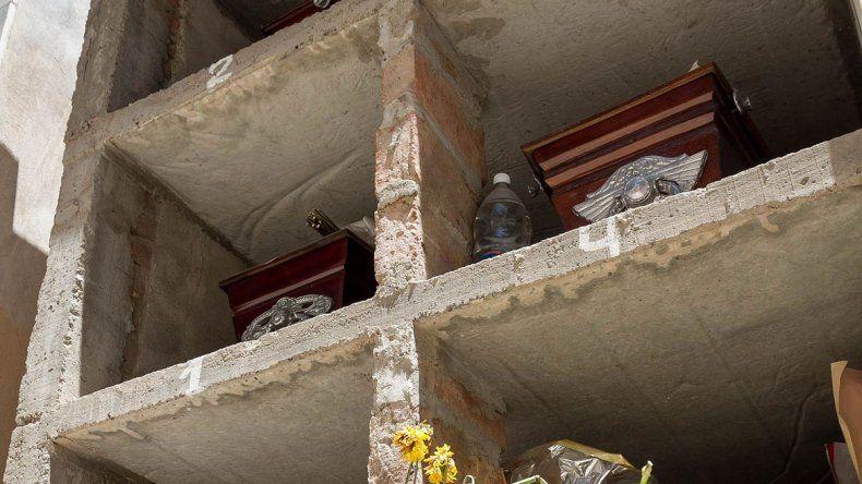 Los nichos son cada vez más altos y es difícil mantenerlos cuidados.