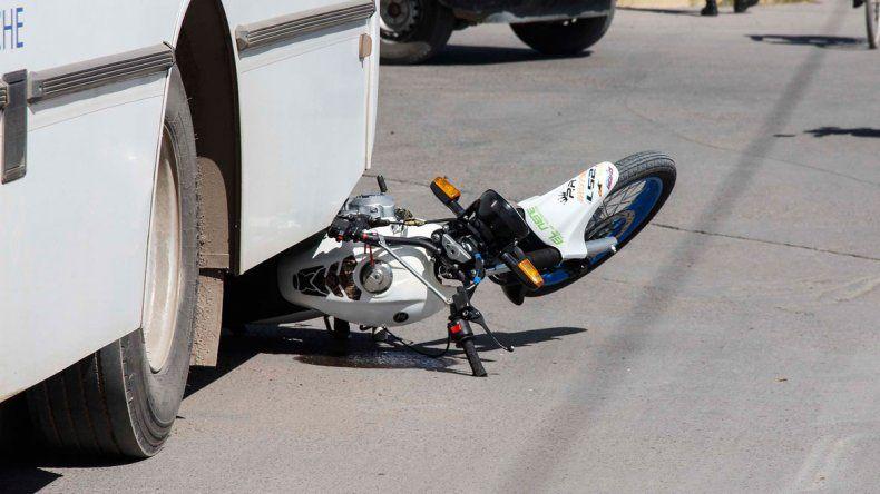 El accidente ocurrió en la rotonda de Mengelle y Avenida La Plata.