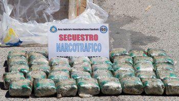 La droga estaba distribuida en 50 ladrillos compactados.