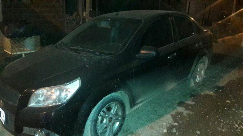 El Chevrolet Aveo robado en Cipolletti fue encontrado en un loteo.