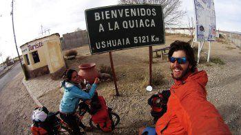 Un cipoleño y su novia unirán Ushuaia y Alaska en bici