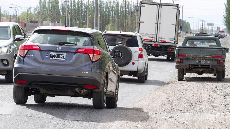 Ahora colapsa la ruta entre Cipolletti y Fernández Oro