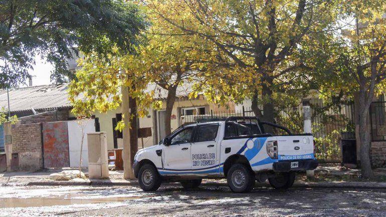 130 Viviendas: vecinos denuncian a un policía por agredirlos y amenazarlos con un arma de fuego