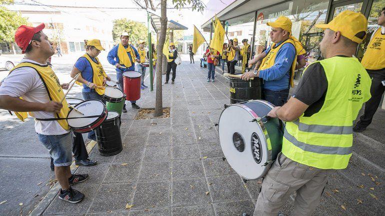 El Sindicato de Empleados de Comercio realizó un escrache en Blancoamor por despidos