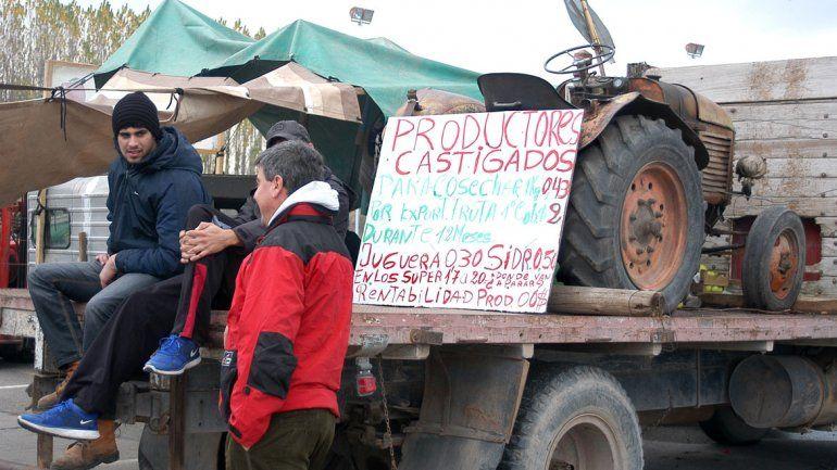 Los chacareros del Valle están enojados con el ministro de Agroindustria.