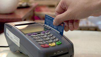 al menos 16 mil comercios mas estaran obligados a aceptar debito