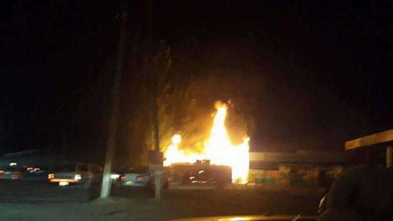 Un incendio destruyó una conocida verdulería de ruta chica