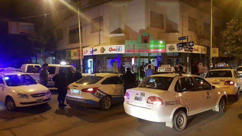 Asaltaron a taxista y fueron atrapados luego de una persecución en pleno centro