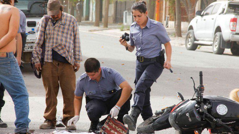 La moto en que se movilizaban los delincuentes había sido robada el lunes por la noche