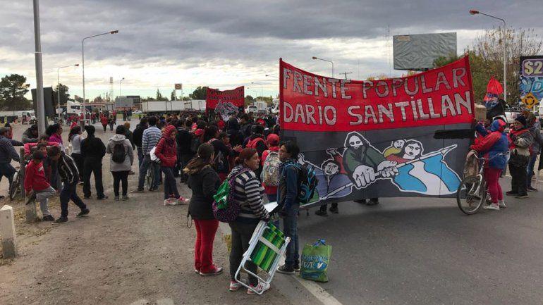 El Frente Popular Darío Santillán corta el puente por planes sociales y alimentos