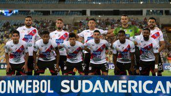 Jorge Piñero da Silva junto a la formación del Nacional de Potosí que el miércoles por la noche cayó en el Maracaná ante Fluminense por 3 a 0, en el arranque de la Copa Sudamericana.