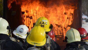 Ayer realizaron prácticas para combatir el fuego en la Isla Jordán.