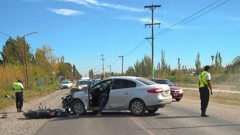 Dobló en U en la Ruta Chica y chocó a un motociclista