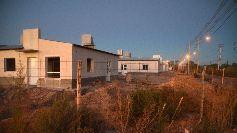 La Provincia terminará las obras pendientes en las 404 viviendas.