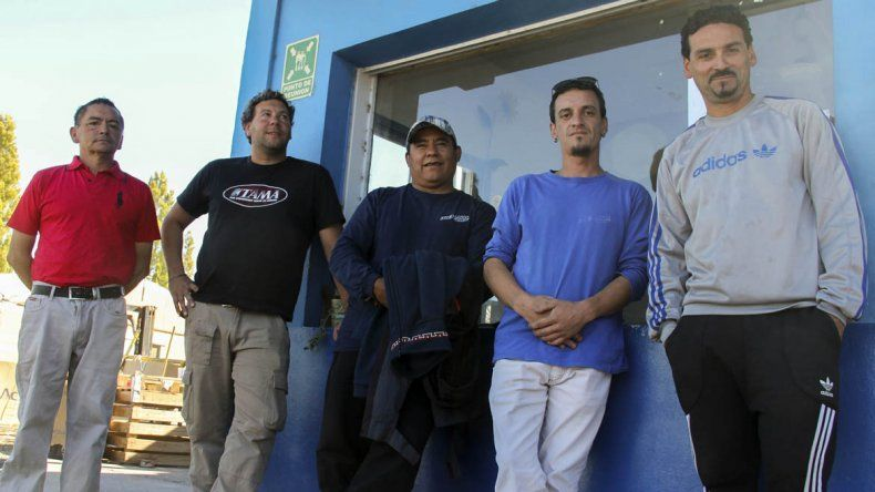 Sigue la tensa espera de los obreros de Interlagos