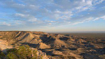 La magia y el misterio del Cerro Azul, al noreste de Cipolletti, merecen ser protegidos y preservados.