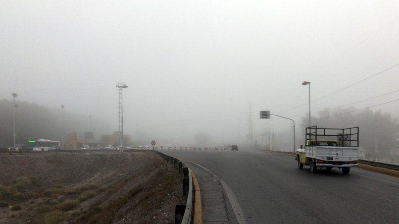 El valle amaneció cubierto por una intensa niebla