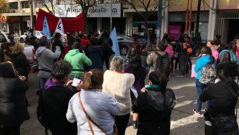 los asentamientos marchan al municipio contra el tarifazo