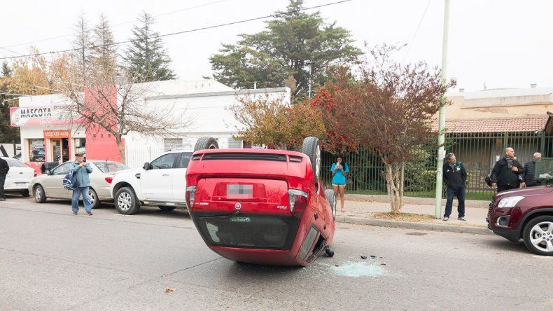 Algunos testigos afirmaron que la conductora rozó otros autos.
