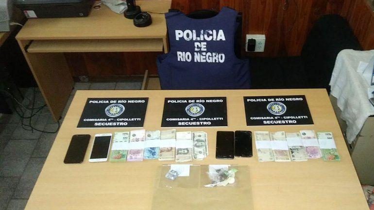 Las mujeres llevaban ocultos varios celulares y 30 mil pesos.