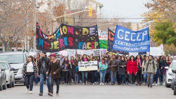 Miles de estudiantes pidieron seguridad en el Municipio