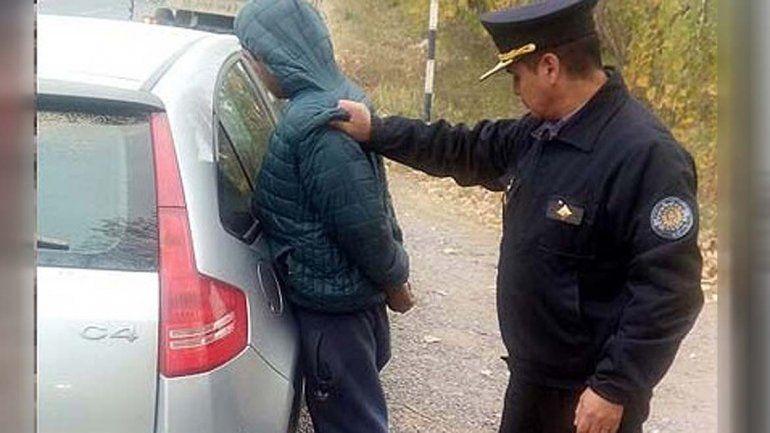 Secuestró a su ex y al hijo, se fugó, pero fue atrapado cuando volcaron en la Ruta 151