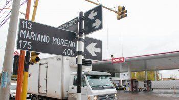 El intento de secuestro ocurrió a metros de la intersección de las calles Mariano Moreno y Rivadavia. La chica buscó auxilio en la estación de servicios.