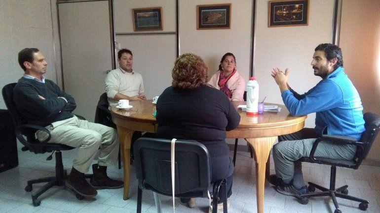 La denunciante y otros vecinos hablaron el viernes en vano con concejales.