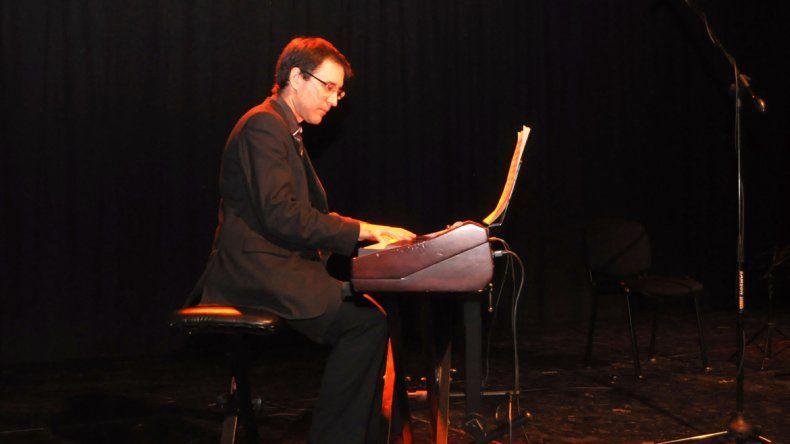 Emilio Peroni mostrará su dotes de pianista junto con otros músicos.