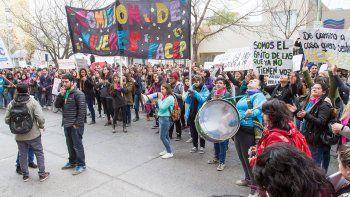 Estudiantes se movilizaron al Municipio para exigir más seguridad.