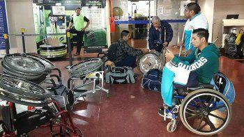 no los dejaron subir al cole por llevar sillas de ruedas
