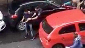 la policia confundio al ladron con un efectivo de civil y se les escapo