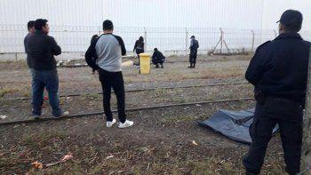 Un hombre fue arrollado por un tren de carga y murió