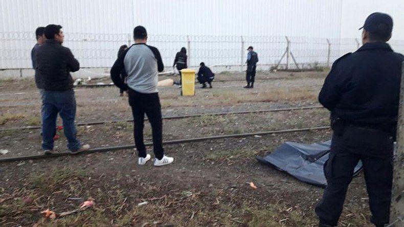 Un hombre de 63 años fue arrollado por un tren de carga y murió: investigan qué ocurrió