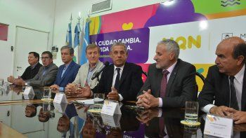 El convenio fue firmado por Cipolletti y Plottier. Neuquén quiere sumar a otras ciudades.