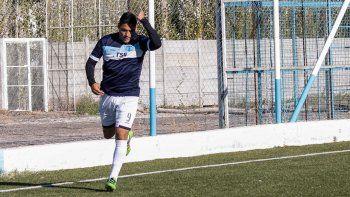 El Goldo Sáez con la camiseta de La Amistad, una de las 13 que vistió a lo largo de su carrera deportiva.