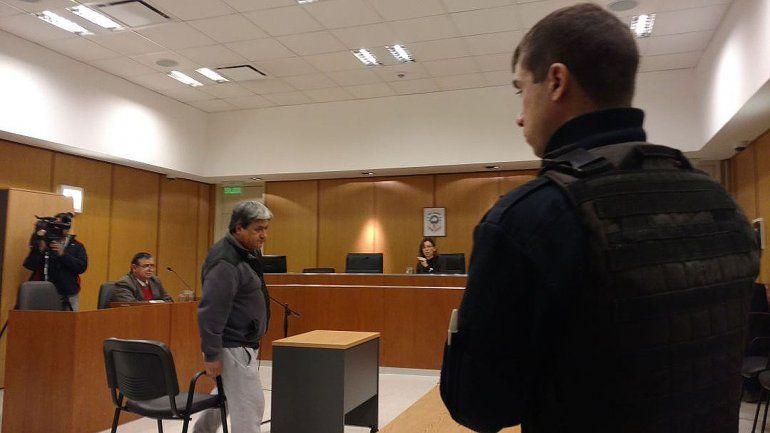 El policía acusado de apretar un testigo quedó en libertad