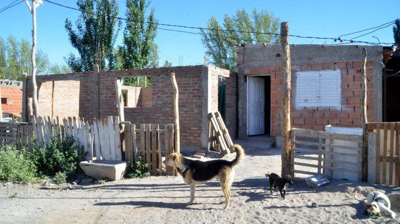 La mayoría de los vecinos del asentamiento ya tiene una vivienda de material. Además