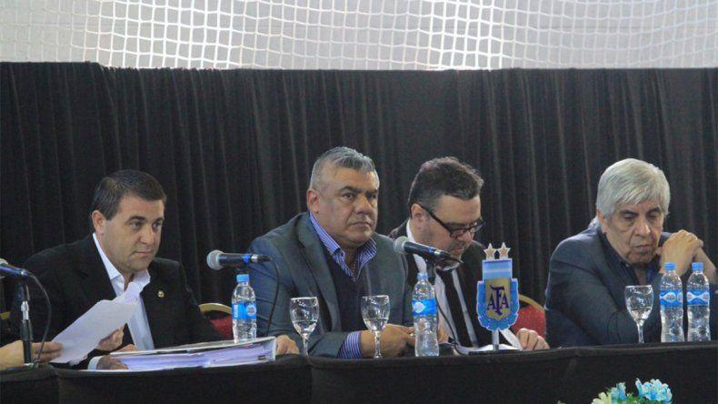 Claudio Tapia encabezó una reunión clave para el futuro del ascenso.