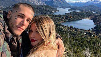 Las excéntricas vacaciones de Alex Caniggia y su novia en Bariloche