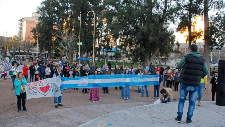 El acto para salvar las dos vidas se realizó ayer en la plaza San Martín.